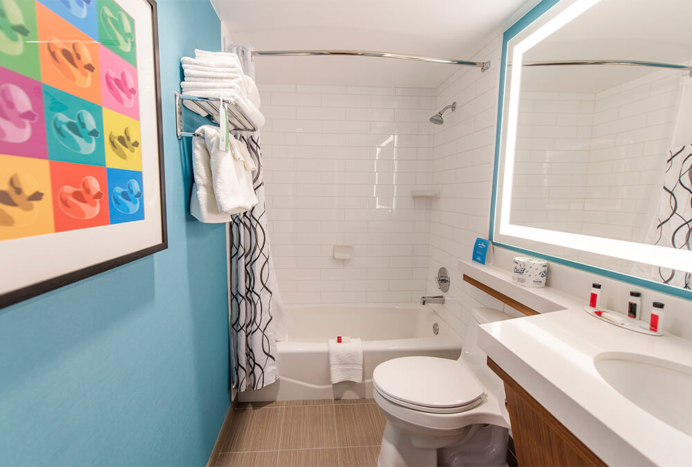 bathroom at Howard Johnson Anaheim hotel