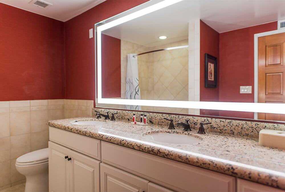 bathroom at Howard Johnson Anaheim