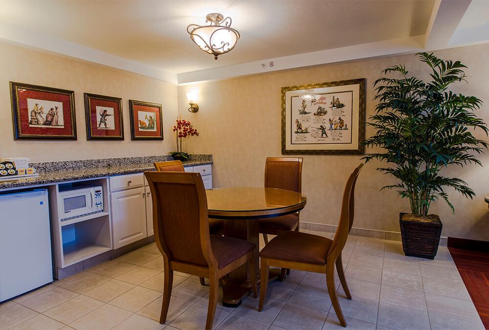 dining area at Howard Johnson Anaheim