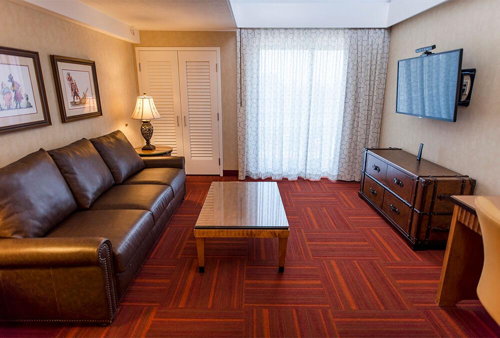 hotel living room at Howard Johnson Anaheim