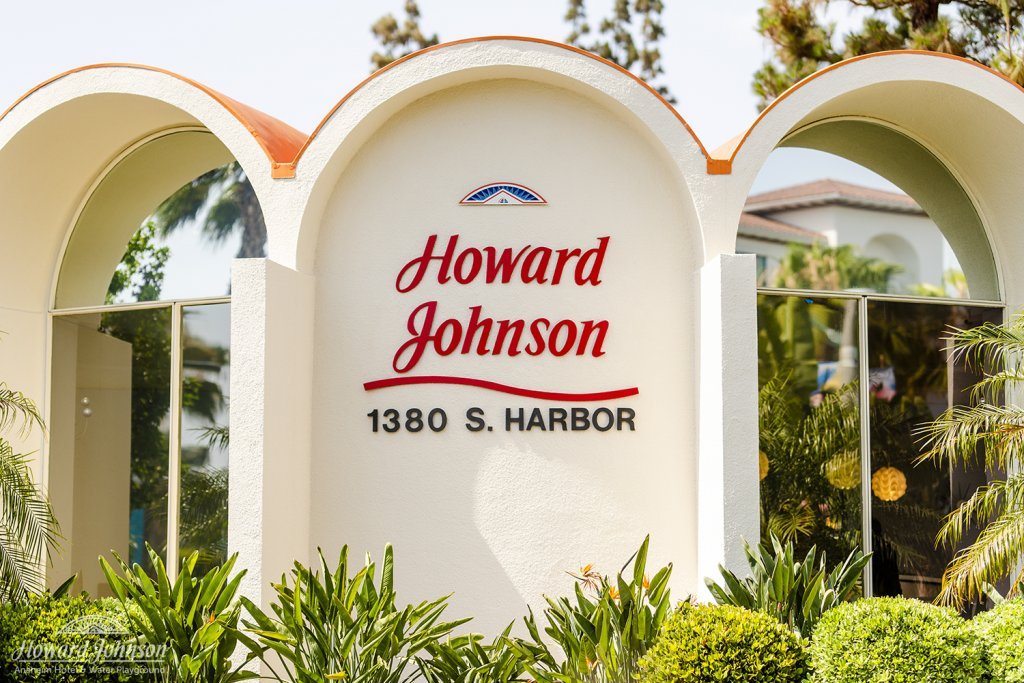 the exterior of Howard Johnson Anaheim hotel
