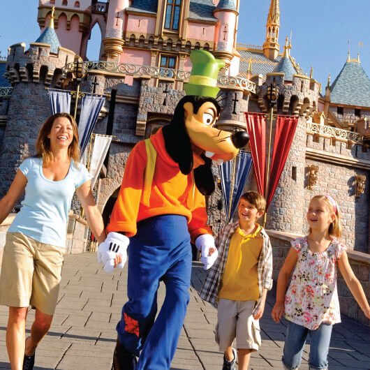 family holding hands with Goofy character